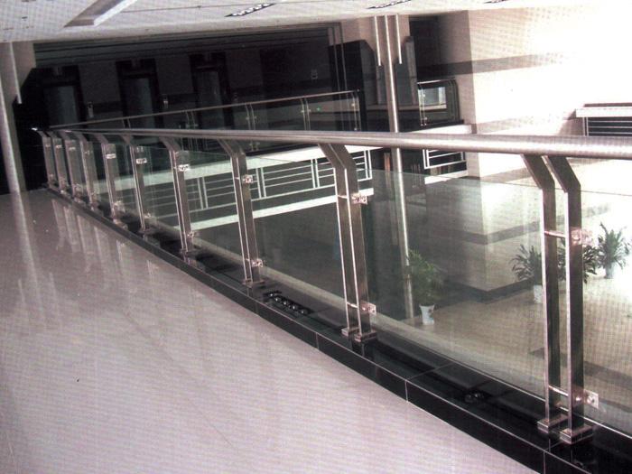不锈钢玻璃栏杆-05