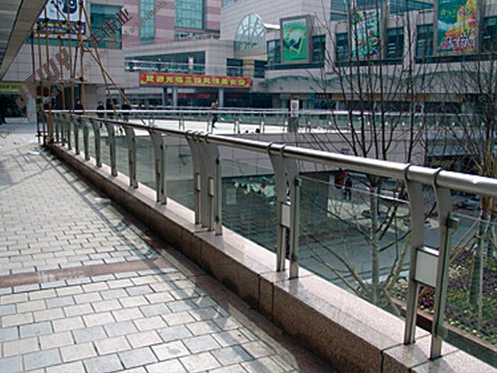 不锈钢玻璃栏杆-03